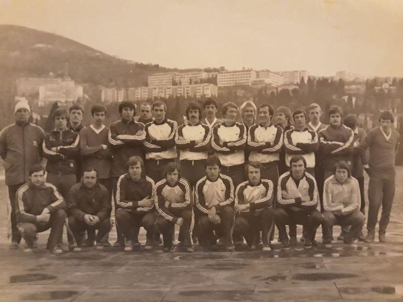 Сан Саныч Севидов крайний слева в верхнем ряду, 4-й слева Павлов