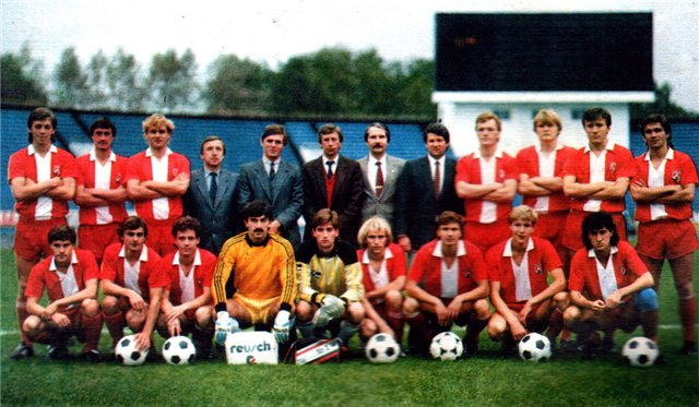 «Локомотив» Москва 1988 г.: Головня третий слева в верхнем ряду, Черчесов четвертый слева в нижнем