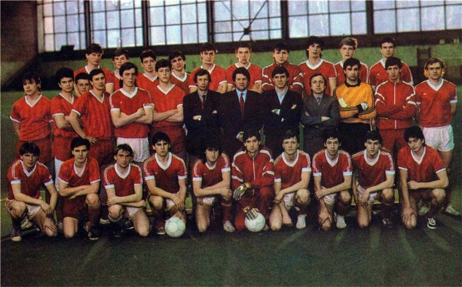 «Локомотив» Москва 1989 г. Головня крайний справа в среднем ряду