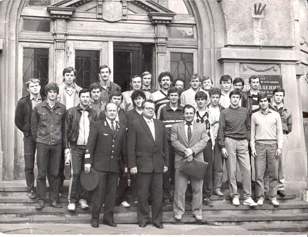 Александр Головня в золотом «Локомотиве» 80-х гг., пятый справа в верхнем ряду