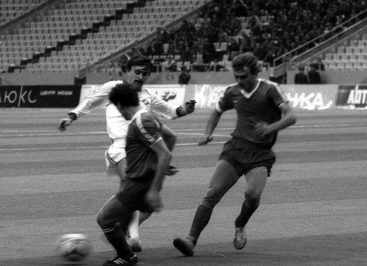 Головня (крайний справа) в матче с московским «Спартаком»