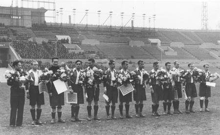«Локомотив» в 1947 году. Михаил Антоневич - второй слева