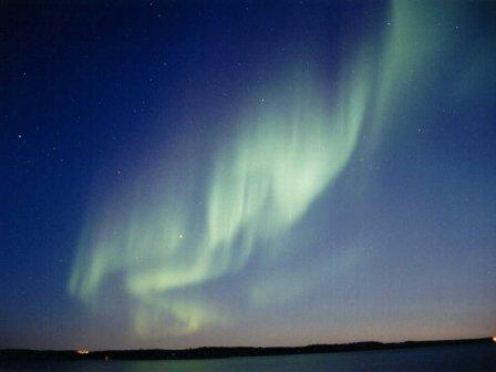 """Собственно, северное сияние. Невероятно красивое явление! Часто бывает красно-зелёным) Название моего посёлка - Харп - переводится с одного из северных языков на русский именно как """"северное сияние""""."""